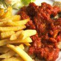 Wegańskie Currywurst z frytkami