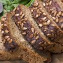 Łatwy chleb pełnoziarnisty z ziarnami i orzechami