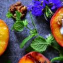 Grillowane brzoskwinie ze śmietanką kokosową i sosem cytrynowo- miętowym