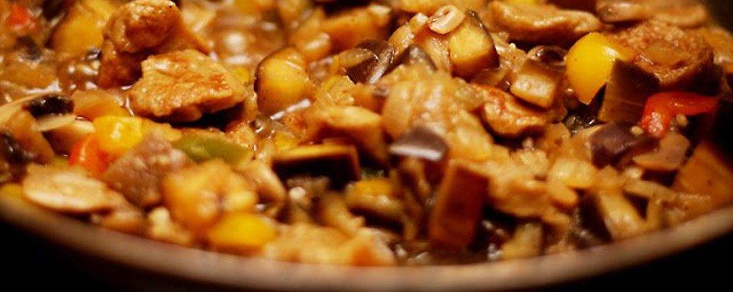 Gulasz z seitanem i warzywami