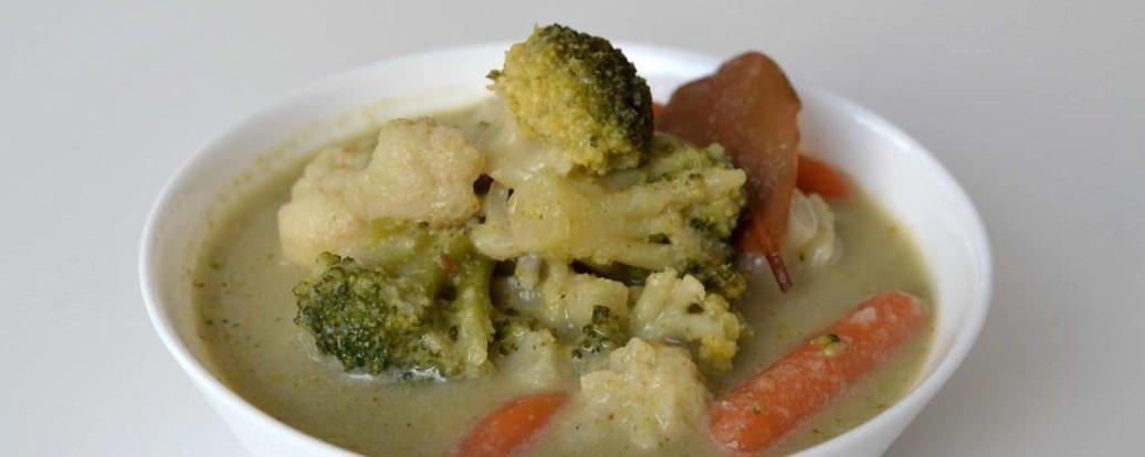 Wegańska zupa serowa z warzywami